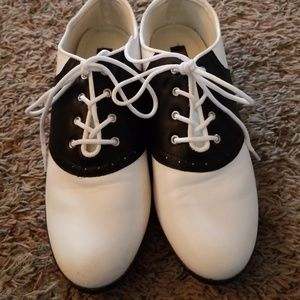 Women's Saddle Shoe Size 9